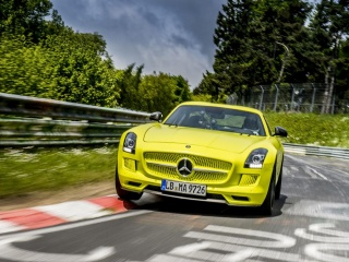 Mercedes SLS AMG Electric Drive закова рекорд на Нюрбургринг